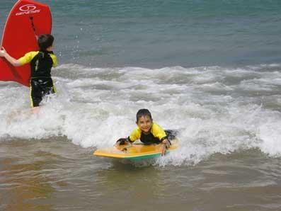 Eneko en las olas
