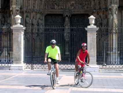 Eliseo e Ismael Cárcamo hicieron el Camino de Santiago en bici